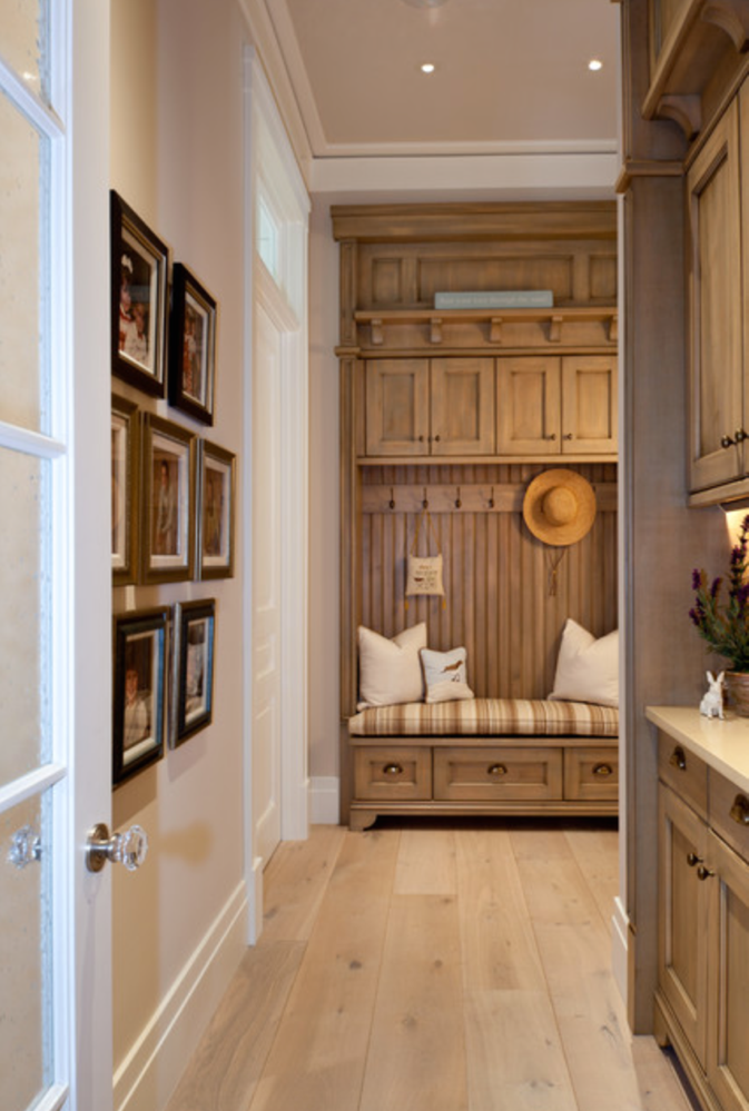 Source: http://www.houzz.com/photos/8418957/La-Playa-Residence-traditional-hall-miami